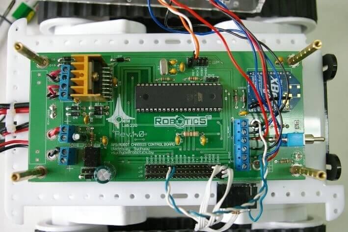 Внешний вид платы системы управления нижнего уровня с установленным радиомодемом XBee Pro