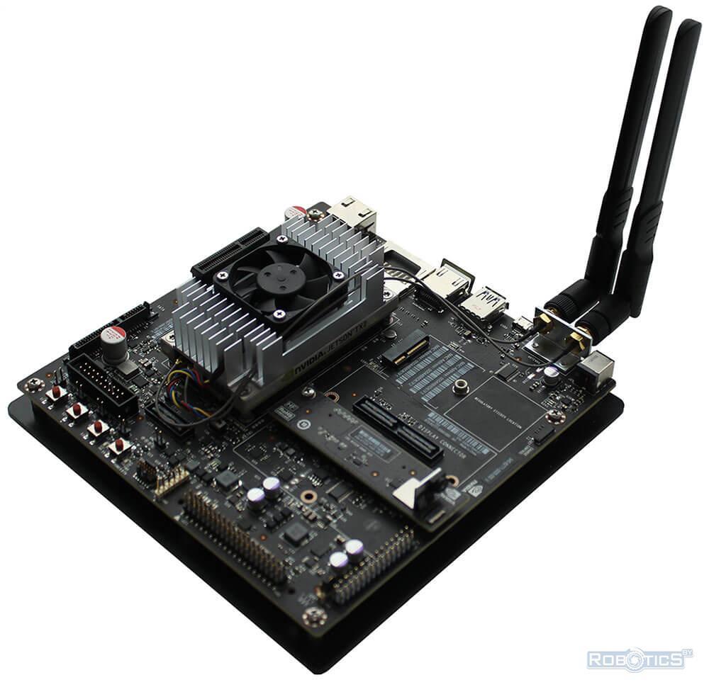 Модуль NVIDIA Jetson TX2, установленный в плату для отладки и разработки (под алюминиевым радиатором).