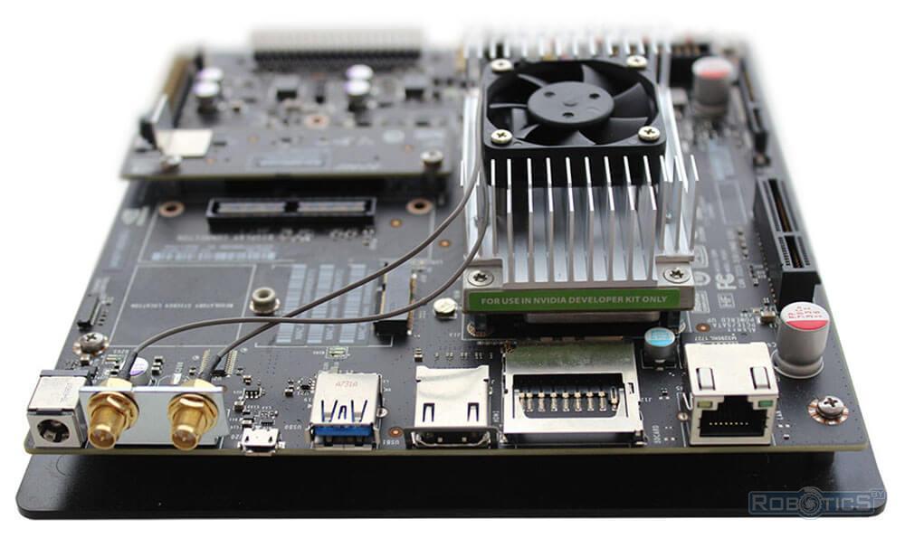 Порты с боковой стороны NVIDIA Jetson TX2.